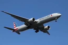 imosaさんが、羽田空港で撮影したアメリカン航空 777-323/ERの航空フォト(写真)