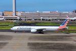 まいけるさんが、羽田空港で撮影したアメリカン航空 777-323/ERの航空フォト(写真)