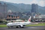 BENKIMAN-ENLさんが、台北松山空港で撮影した日本航空 777-246/ERの航空フォト(写真)
