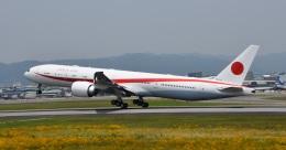 knabekさんが、伊丹空港で撮影した航空自衛隊 777-3SB/ERの航空フォト(飛行機 写真・画像)
