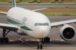 KAZFLYERさんが、成田国際空港で撮影したアリタリア航空 777-243/ERの航空フォト(飛行機 写真・画像)