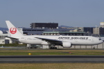 リンリンさんが、伊丹空港で撮影した日本航空 777-246の航空フォト(写真)