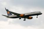 採れたてほしいもさんが、ロンドン・ヒースロー空港で撮影したアイスランド航空 757-256の航空フォト(写真)