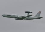 じーく。さんが、嘉手納飛行場で撮影したアメリカ空軍 E-3B Sentry (707-300)の航空フォト(写真)