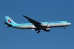 採れたてほしいもさんが、新千歳空港で撮影した大韓航空 A330-322の航空フォト(写真)