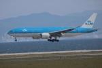 水月さんが、関西国際空港で撮影したKLMオランダ航空 777-206/ERの航空フォト(写真)