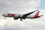 採れたてほしいもさんが、ロンドン・ヒースロー空港で撮影したラタム・エアラインズ・ブラジル 777-32W/ERの航空フォト(写真)