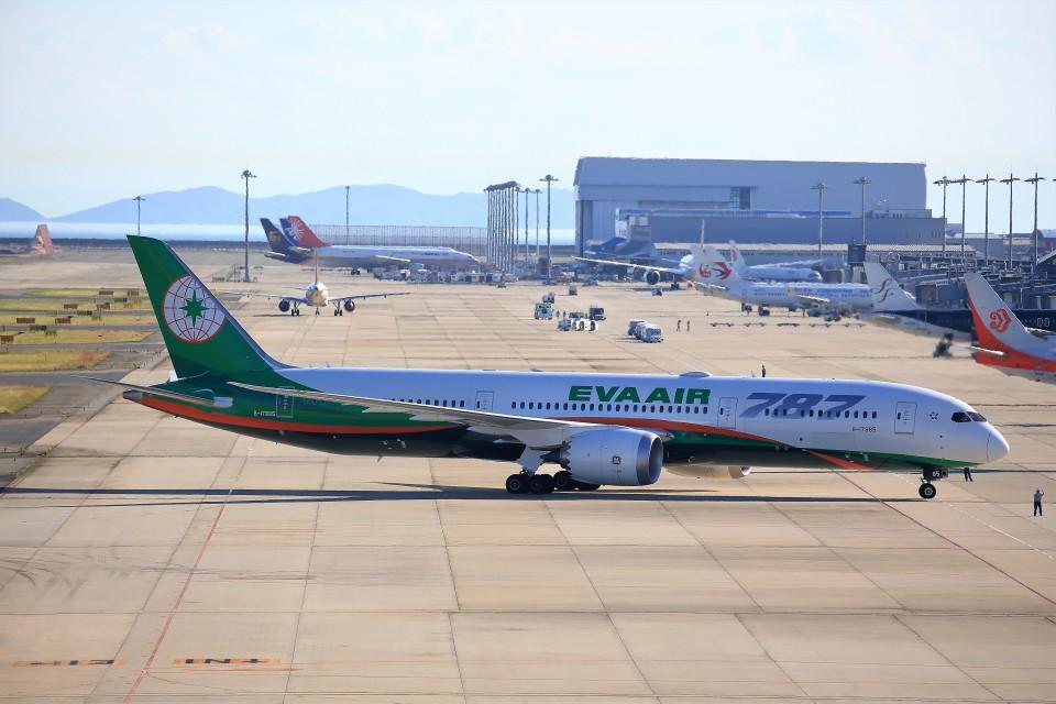 T.Sazenさんのエバー航空 Boeing 787-9 (B-17885) 航空フォト