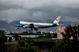 Kenny600mmさんが、伊丹空港で撮影したアメリカ空軍 VC-25A (747-2G4B)の航空フォト(飛行機 写真・画像)
