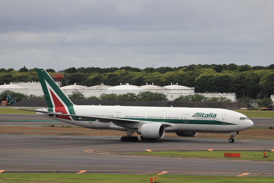 KAZFLYERさんのアリタリア航空 Boeing 777-200 (EI-ISE) 航空フォト