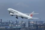 メンチカツさんが、羽田空港で撮影した日本航空 777-246/ERの航空フォト(写真)
