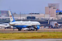 Jin Bergqiさんが、伊丹空港で撮影したアメリカ空軍 757-2Q8の航空フォト(写真)