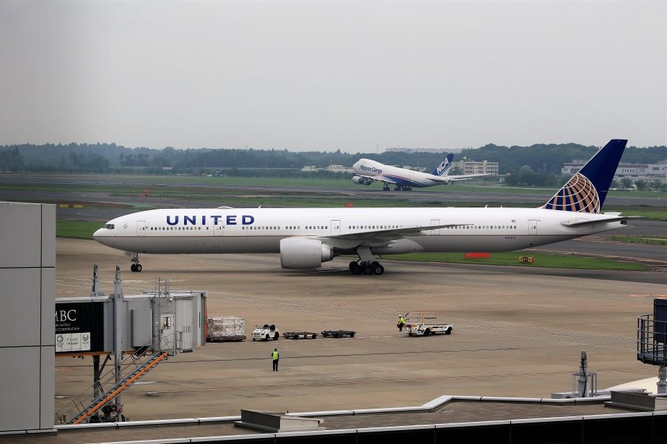 T.Sazenさんのユナイテッド航空 Boeing 777-300 (N2243U) 航空フォト