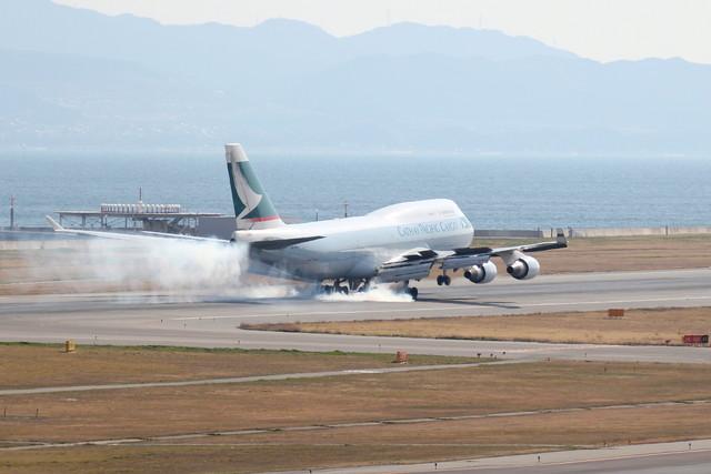 takepapaさんが、関西国際空港で撮影したキャセイパシフィック航空 747-412(BCF)の航空フォト(飛行機 写真・画像)