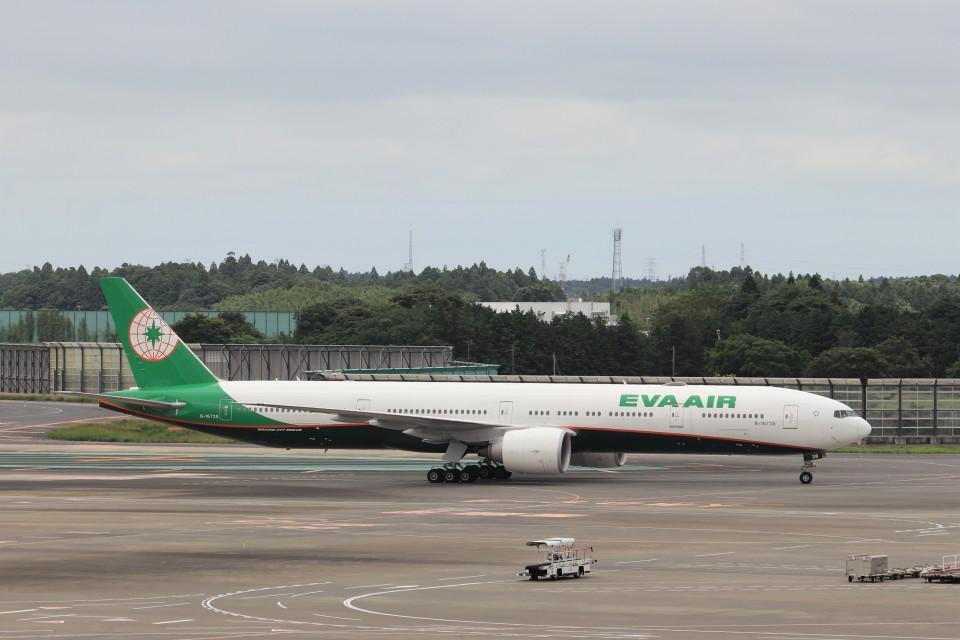 KAZFLYERさんのエバー航空 Boeing 777-300 (B-16738) 航空フォト