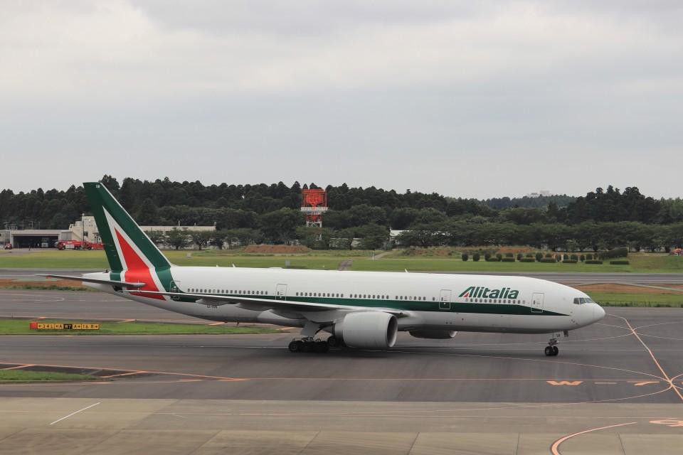 KAZFLYERさんのアリタリア航空 Boeing 777-200 (EI-ISB) 航空フォト