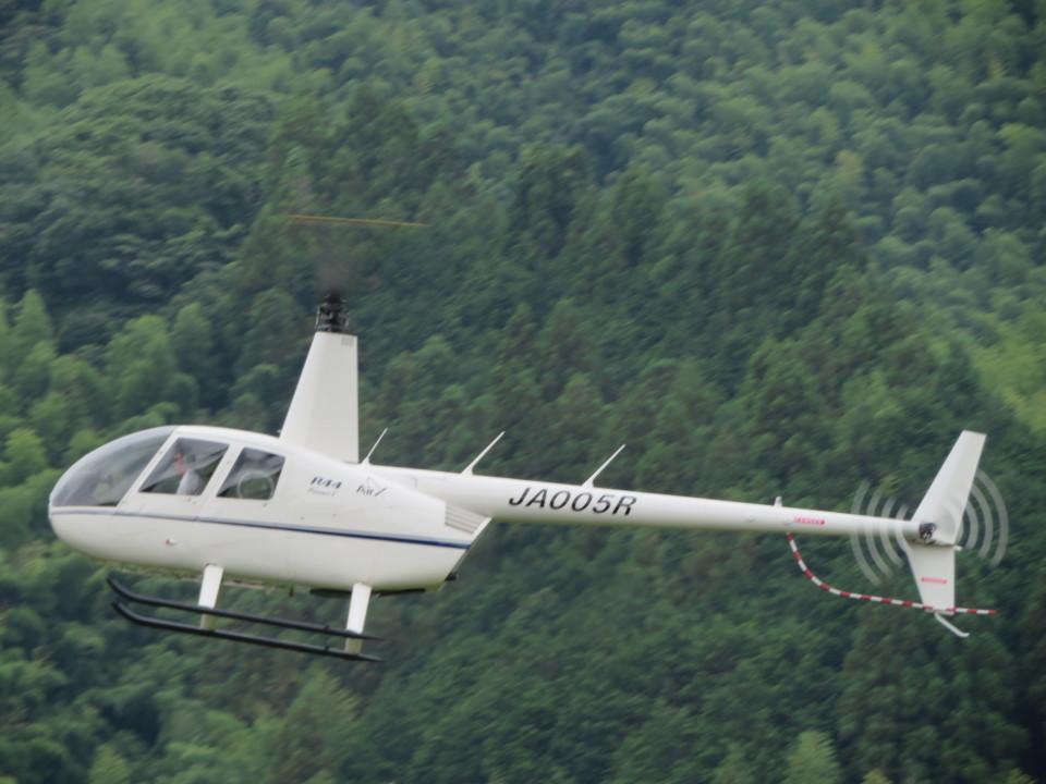 ランチパッドさんのローゼン航空 Robinson R44 (JA005R) 航空フォト