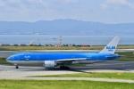 東亜国内航空さんが、関西国際空港で撮影したKLMオランダ航空 777-206/ERの航空フォト(写真)
