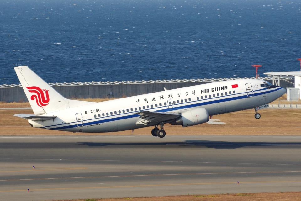 yabyanさんの中国国際航空 Boeing 737-300 (B-2588) 航空フォト