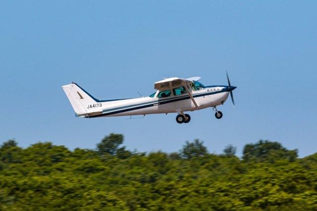 KAMIYA JASDFさんが、鹿部飛行場で撮影した朝日航空 172Pの航空フォト(飛行機 写真・画像)