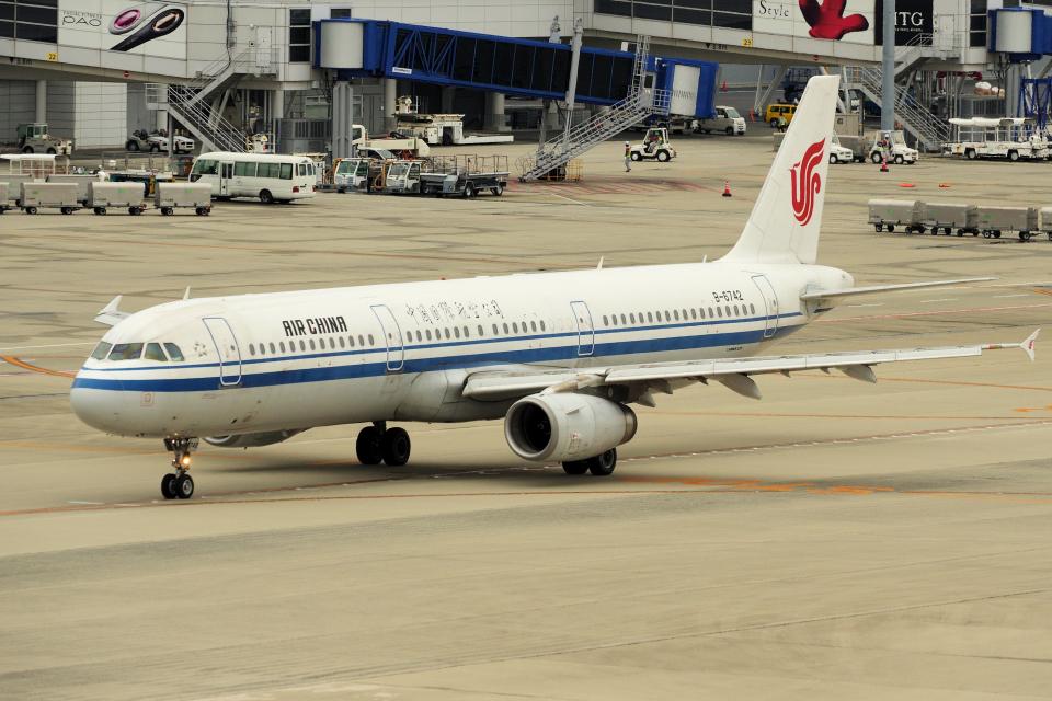 yabyanさんの中国国際航空 Airbus A321 (B-6742) 航空フォト
