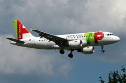 採れたてほしいもさんが、ロンドン・ガトウィック空港で撮影したTAPポルトガル航空 A319-111の航空フォト(飛行機 写真・画像)