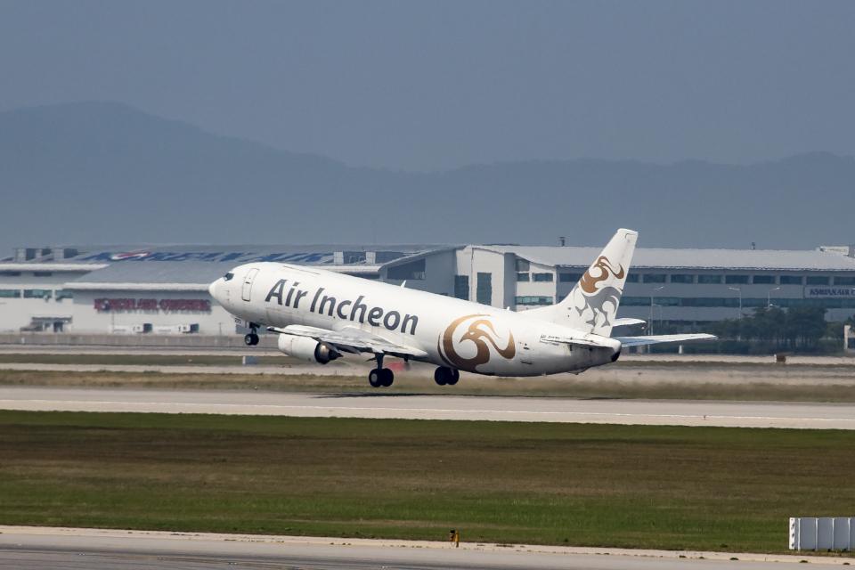 xingyeさんのエア・インチョン Boeing 737-400 (HL8271) 航空フォト