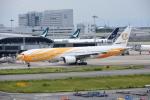 まーくんJA8995さんが、関西国際空港で撮影したノックスクート 777-212/ERの航空フォト(写真)