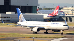 誘喜さんが、ロンドン・ヒースロー空港で撮影したユナイテッド航空 757-224の航空フォト(写真)