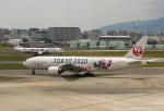 ケロさんが、伊丹空港で撮影した日本航空 777-246の航空フォト(飛行機 写真・画像)