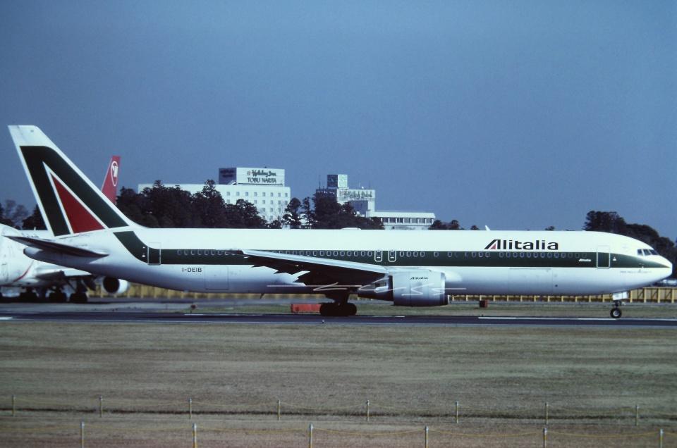 tassさんのアリタリア航空 Boeing 767-300 (I-DEIB) 航空フォト