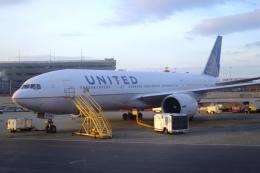 Hiro-hiroさんが、ニューアーク・リバティー国際空港で撮影したユナイテッド航空 777-224/ERの航空フォト(飛行機 写真・画像)