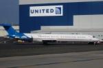 Hiro-hiroさんが、ニューアーク・リバティー国際空港で撮影したデトロイト・ピストンズ MD-82 (DC-9-82)の航空フォト(写真)
