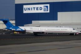 Hiro-hiroさんが、ニューアーク・リバティー国際空港で撮影したデトロイト・ピストンズ MD-82 (DC-9-82)の航空フォト(飛行機 写真・画像)