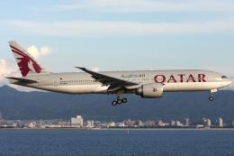Hariboさんが、関西国際空港で撮影したカタール航空 777-2DZ/LRの航空フォト(飛行機 写真・画像)