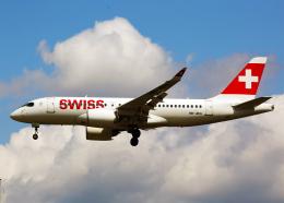 Bokuranさんが、ロンドン・シティ空港で撮影したスイスインターナショナルエアラインズ BD-500-1A10 CSeries CS100の航空フォト(飛行機 写真・画像)