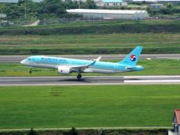 PW4090さんが、済州国際空港で撮影した大韓航空 A220-300 (BD-500-1A11)の航空フォト(飛行機 写真・画像)