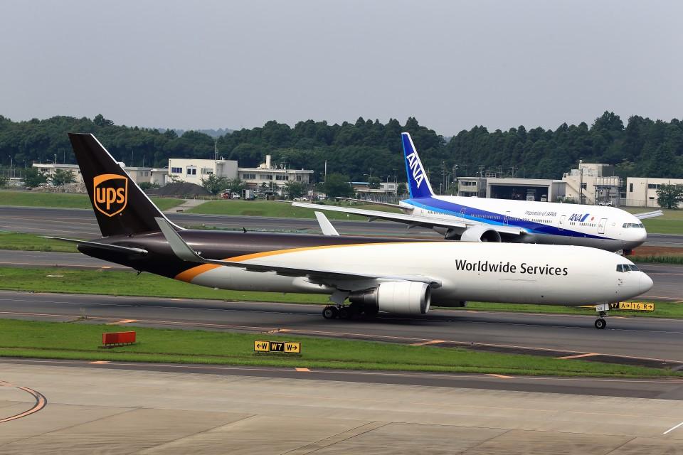 T.SazenさんのUPS航空 Boeing 767-300 (N328UP) 航空フォト