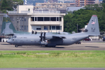 yabyanさんが、名古屋飛行場で撮影したアメリカ空軍 C-130J-30 Herculesの航空フォト(飛行機 写真・画像)