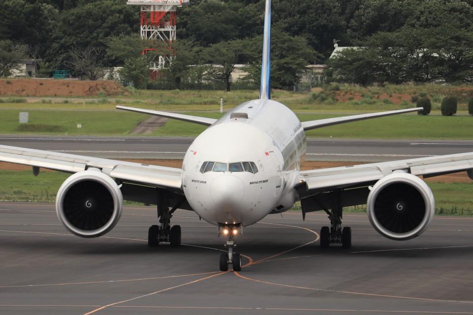 KAZFLYERさんのガルーダ・インドネシア航空 Boeing 777-300 (PK-GIF) 航空フォト