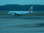 kiyohsさんが、シンガポール・チャンギ国際空港で撮影したスリランカ航空 A320-214の航空フォト(写真)
