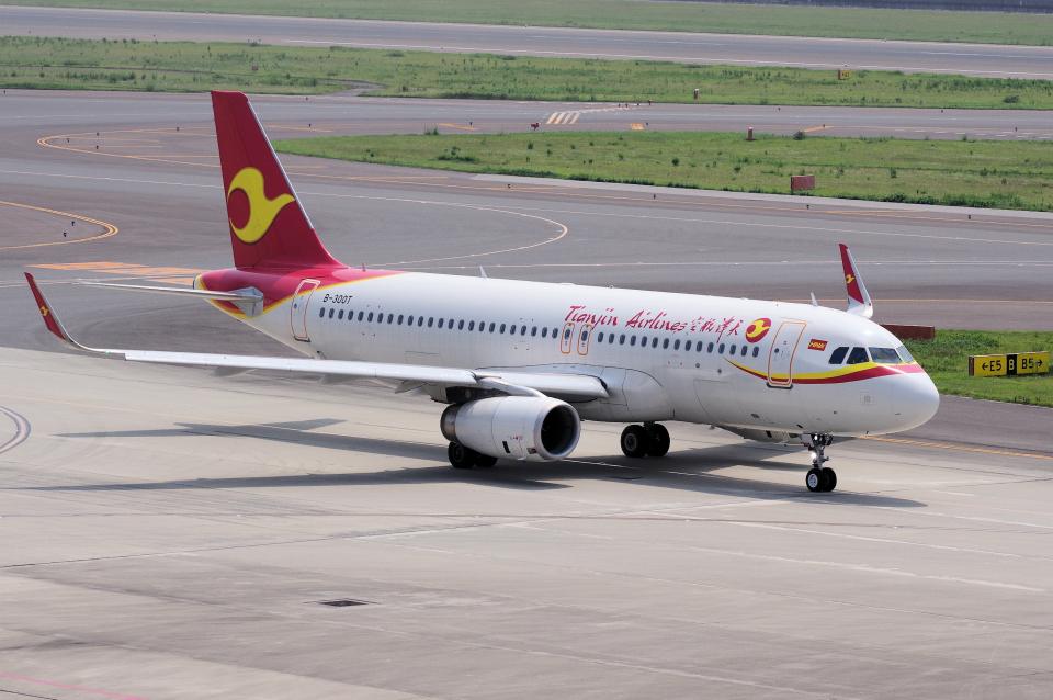 yabyanさんの天津航空 Airbus A320 (B-300T) 航空フォト