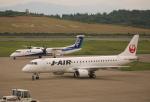 ケロさんが、秋田空港で撮影したジェイ・エア ERJ-190-100(ERJ-190STD)の航空フォト(飛行機 写真・画像)