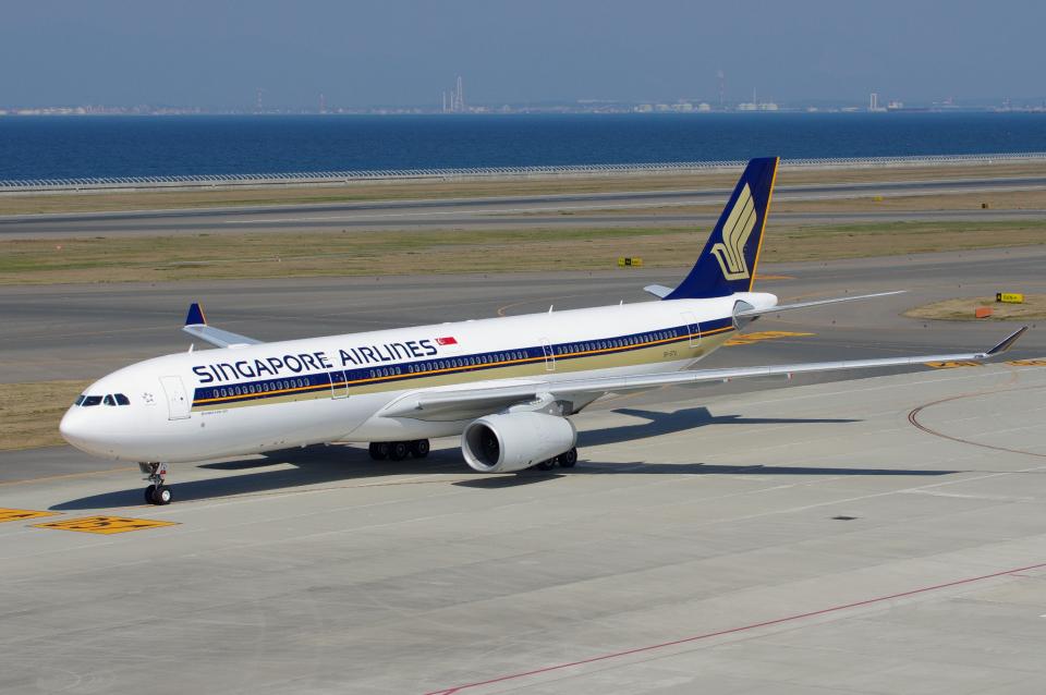 yabyanさんのシンガポール航空 Airbus A330-300 (9V-STU) 航空フォト