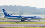 jjieさんが、成田国際空港で撮影した全日空 767-381/ERの航空フォト(写真)