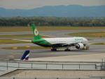 kiyohsさんが、ウィーン国際空港で撮影したエバー航空 777-35E/ERの航空フォト(飛行機 写真・画像)