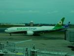 kiyohsさんが、台湾桃園国際空港で撮影したエバー航空 777-F5Eの航空フォト(飛行機 写真・画像)