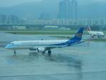 kiyohsさんが、台北松山空港で撮影したマンダリン航空 ERJ-190-100 IGW (ERJ-190AR)の航空フォト(飛行機 写真・画像)