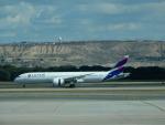 kiyohsさんが、マドリード・バラハス国際空港で撮影したラタム・エアラインズ・チリ 787-9の航空フォト(飛行機 写真・画像)