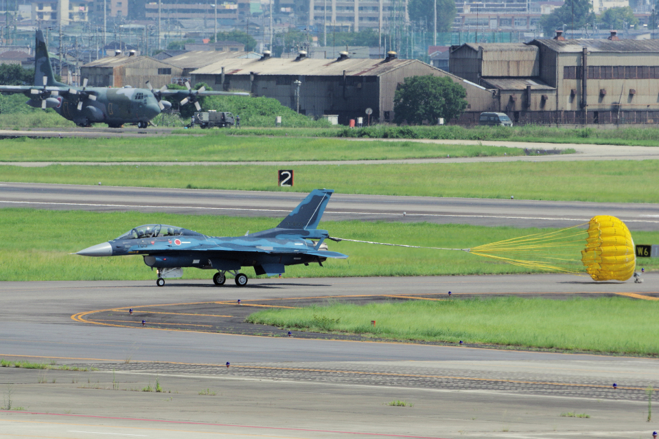 yabyanさんの航空自衛隊 Mitsubishi F-2B (03-8105) 航空フォト